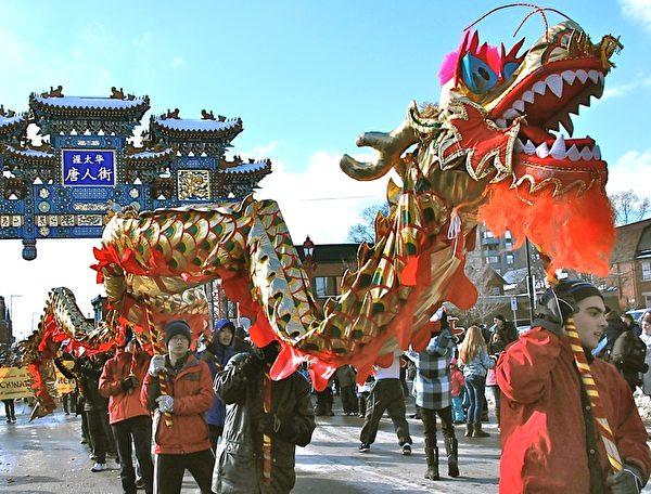 加拿大首都渥太華第36届冰雪节(Winterlude)于1月30日开幕,这个自1979年开始的北美最大的冬季节日,每年吸引近60万游客,其中1/3来自渥太华以外地区。華人慶新年活動成冰雪節一大亮點。(任喬生/大紀元)