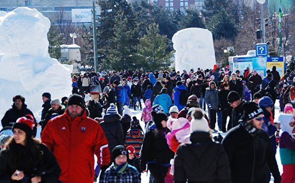 加拿大首都渥太华第36届冰雪节(Winterlude)于1月30日开幕,这个自1979年开始的北美最大的冬季节日,每年吸引近60万游客,其中1/3来自渥太华以外地区。(任乔生/大纪元)
