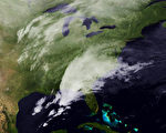 2014年2月12日,強烈冬季冰風暴襲擊美南部地區,造成至少6人死亡。圖為NOAA提供的衛星雲圖。(NOAA via Getty Images)