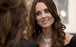 组图:女王珠宝加身 凯特产后首度亮相惊艳