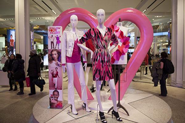 纽约浪漫情人节,梅西百货的店内装饰。(戴兵/大纪元)
