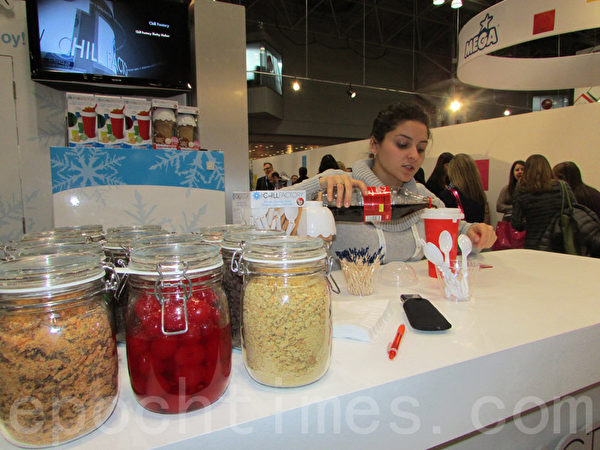 Spin Master 公司展示冰沙和冰淇淋的制作。(任倩雪/大纪元)