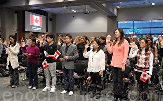 60位移民正式宣誓成为新公民