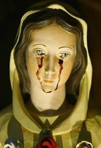 圣母玛利亚的雕像眼睛流血。(图片由作者提供)