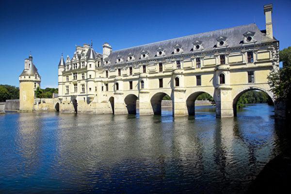 戴安娜•德•普瓦捷造了一座橫跨謝爾河的拱橋。(Fotolia.com)