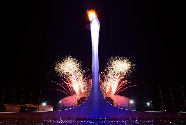 2013年2月23日,俄羅斯索契,冬奧會閉幕典禮最終,現場施放了絢麗的煙花。((YURI KADOBNOV/AFP)