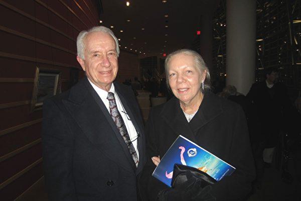 2014年2月26日晚,美国神韵巡回艺术团在美国俄亥俄州的代顿市疏斯特艺术中心进行了最后一场演出,吸引了当地众多主流人士前来观赏,当晚演出再次满场。当地医生约翰‧日耳曼(John German)和丹尼斯‧日耳曼观赏神韵晚会后表示,他们度过了一个难忘的夜晚。 (王琼/大纪元)