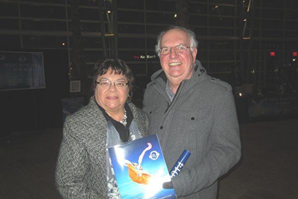 通用电气公司的工程师Olavo Jordao与太太表示,从神韵演出中看到了中华文化和中国人富有精神内涵的一面,并惊叹,神韵令他们改变了对中国的印象。(王琼/大纪元)