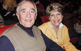知名管乐指挥家Rodney Winther(左)与妻子。(李韵/大纪元)