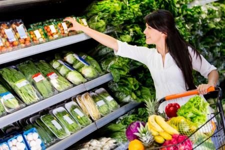 美国纽约市中国城是全美最大的中国城,这里的水果蔬菜种类繁多,价格便宜。(Fotolia)