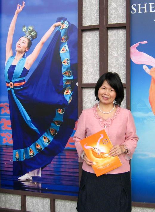 亚涛企管顾问公司总经理郑秀珠2月27日观赏神韵国际艺术团在台北国父纪念馆的演出。(郑心慈/大纪元)
