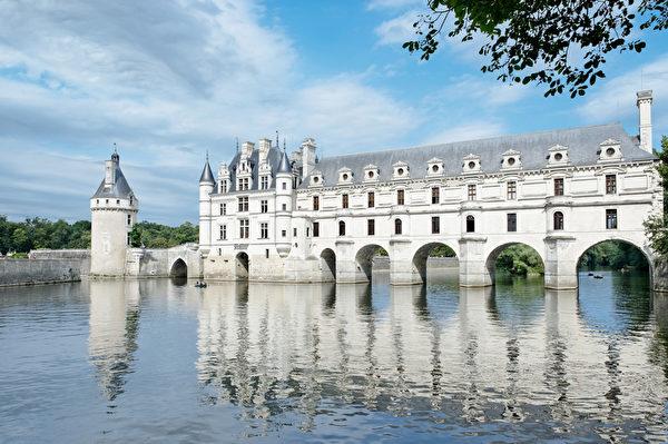 杜邦夫人允许当地人民穿过雪侬梭城堡那座华丽的长廊来往谢尔河两岸。(Fotolia.com)
