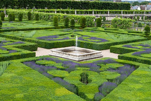 雪侬梭城堡内的花园一角。(Fotolia.com)