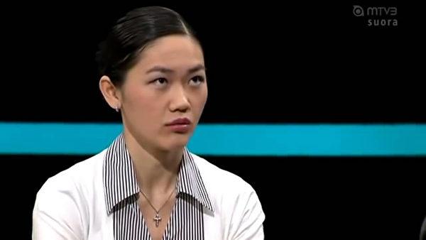有很多人懷疑夏貝拉是吃「中共政府皇糧」的間諜,有人上傳了一個視頻到youtube上。(視頻截圖)