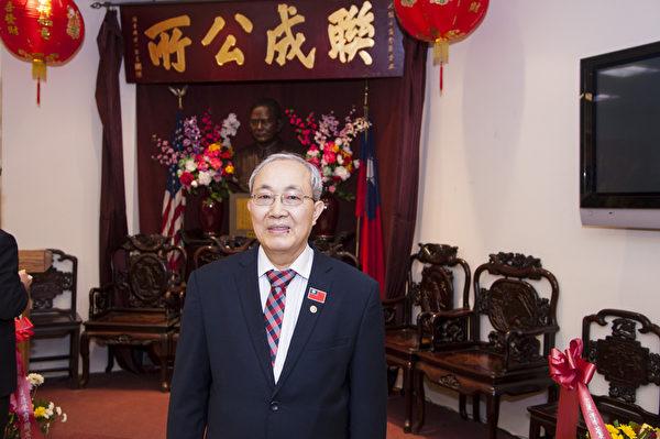 纽约联成公所主席换届典礼,萧贵源就任纽约联成公所新一届主席。(戴兵/大纪元)