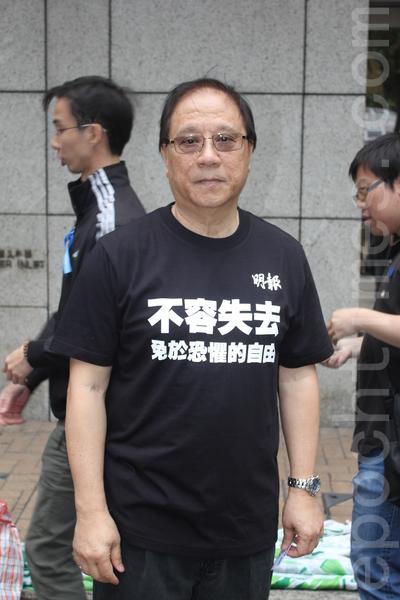 2日'新闻界反暴力联席'发起集会和游行,谴责对明报前总编刘进图暴力袭击,反对暴力打压新闻自由,主办单位公布有13000人参加。图为前香港立法会议员杨森。(李小朗/大纪元)