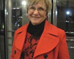 "Lynn Cook女士曾是国会议员Jim Hansen办公室选民服务部主管。观看了神韵晚会后,她说:""神韵是我们的精神食粮。""(慕子兰/大纪元)"