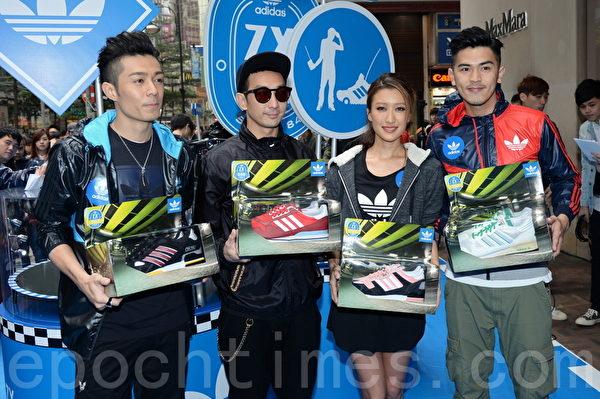 周柏豪、李璨琛、謝婷婷及馬志威昨日一同在街頭為球鞋品牌宣傳。(宋祥龍/大紀元)