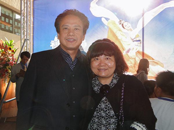 维新狮子会邱良进3月6日观赏神韵国际艺术团在高雄文化中心的演出。(李芳如/大纪元)