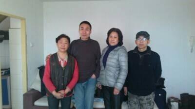 江琴與訪民高月清、楊立等在北京上訪。(知情者提供)