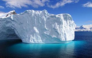 南极半岛巨大的冰山(SARAH DAWALIBI/AFP)