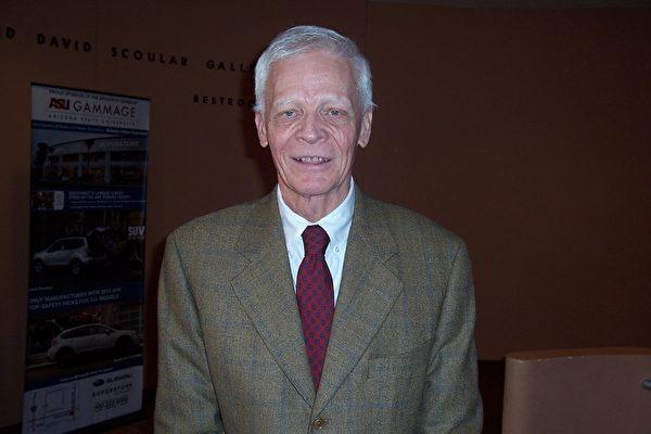 咨询顾问公司老板Kirk Dunbar认为演出非常值得看。(周容/大纪元)