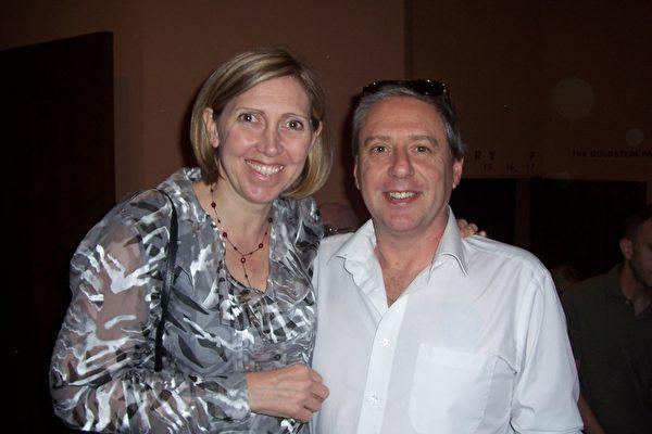 亚利桑纳州府业务分析师Robert Stuart和任信息科技公司副总裁的太太Robin Stuart。(周容/大纪元)