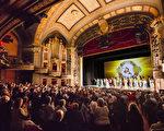 2014年3月8日,神韻世界藝術團在康涅狄格州沃特伯裡市(Waterbury)的派雷斯劇院(Palace Theater)進行兩場演出,場場都獲得全場觀眾起立鼓掌謝幕。(愛德華/大紀元)