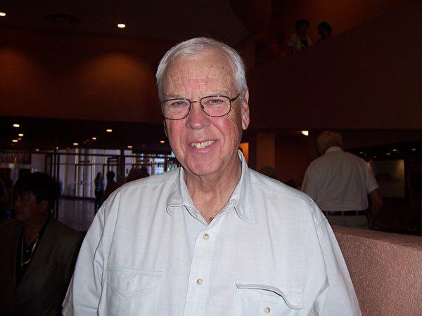 华盛顿州前国会议员Rod Chandler说神韵是一台非常出色的晚会。(周容/大纪元)