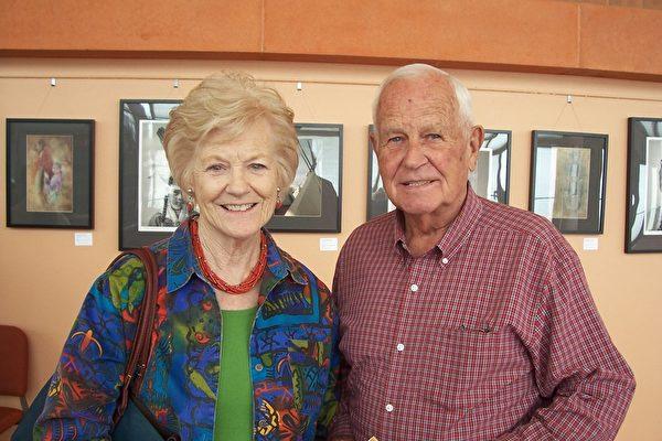 退休教育家Boulden Miller和太太Norman Miller对神韵赞不绝口。(周容/大纪元)