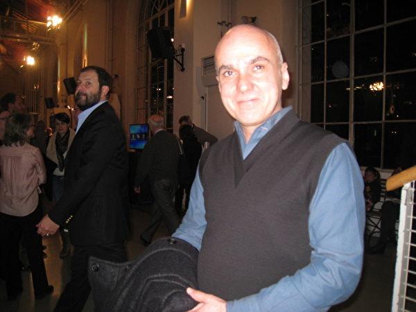 艺术历史学家Ado Perez3月11日晚观看了神韵演出后表示,晚会一切都很完美!(张妮/大纪元)