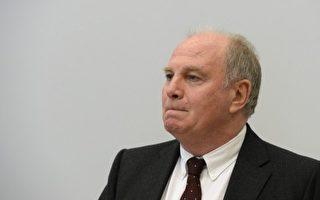 赫内斯(Uli Hoeneß)逃税额惊人被法庭判处三年半监禁,图为拜仁俱乐部主席赫内斯在法庭上。(CHRISTOF STACHE/POOL/AFP)