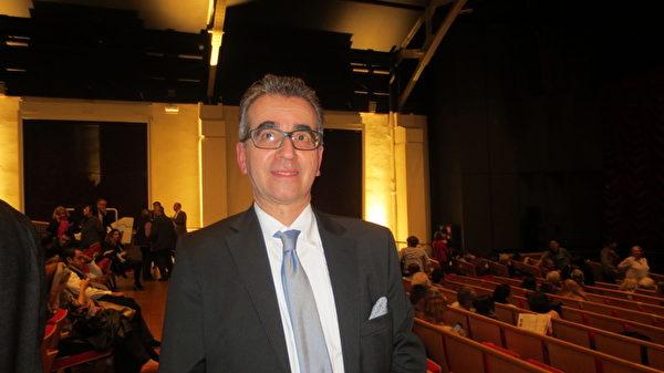 歷史學家June先生3月13日觀看了神韻世界藝術團在日內瓦的最後一場演出時,發出了由衷的感慨。(大紀元)
