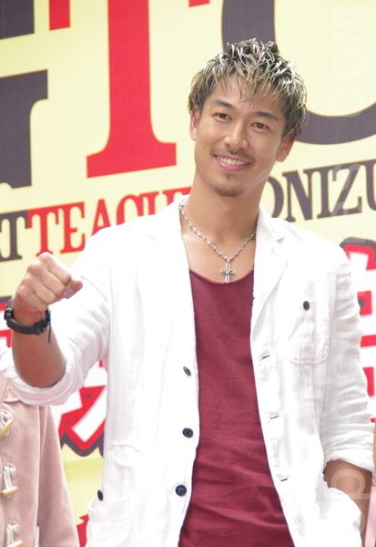 AKIRA于2014年3月16日在台北西门町为八大电视台偶像剧《麻辣教师GTO台湾篇》宣传。(黄宗茂/大纪元)