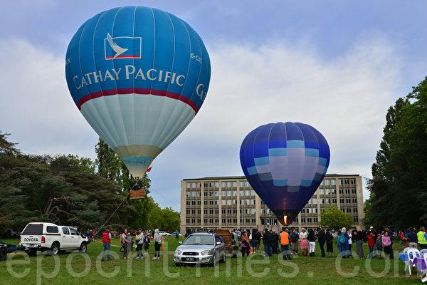 来自全球的热气球参加这一庆祝活动(摄影:简玬/大纪元)