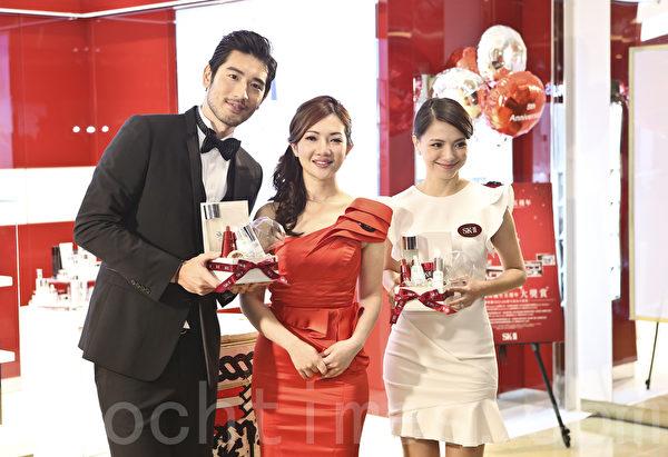 高以翔和李心潔在香港出席著名化妝品牌分店開幕活動。(余鋼/大紀元)
