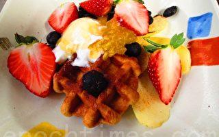 火努努松饼水果餐(摄影:家和/大纪元)