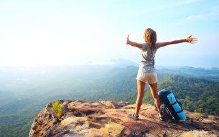 设法提高缺氧耐受力以降低高山症发作并维持体能,是攻顶成功与否的关键所在。(Fotolia)