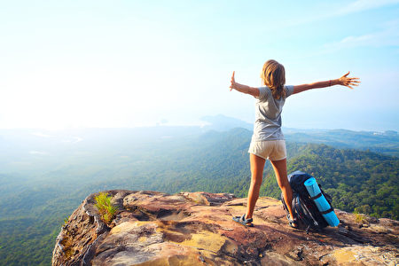 設法提高缺氧耐受力以降低高山症發作並維持體能,是攻頂成功與否的關鍵所在。(Fotolia)