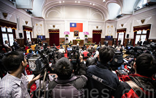 馬英九召開中外記者會 反服貿學生及抗議群眾更不滿