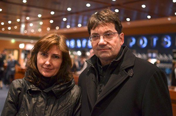 税务师Drebinger先生看了2014年3月24日柏林神韵的第二场演出。(Florian Godovits/大纪元)