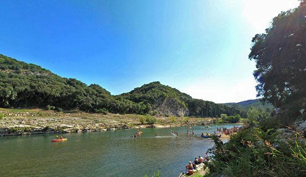嘉德水道橋(Pont du Gard)景區的活動豐富。(官網pontdugard.com的截圖)