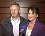 在美國銀行(Bank of America)任職經理的Jina Wildau 和先生Matt 一起觀看了當晚的演出。兩個人「愛上了神韻」。Wildau女士並表示,神韻晚會很有教育意義。(新唐人截圖)