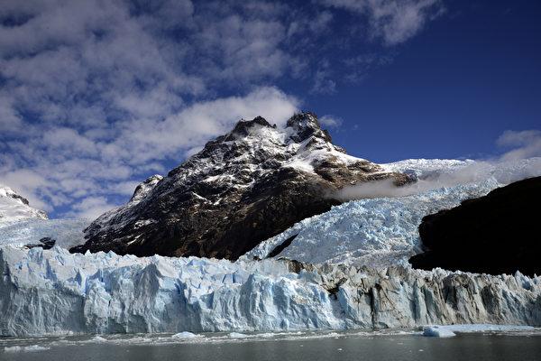 阿根廷冰川国家公园内的莫雷诺冰川。(MARIO GOLDMAN/AFP)