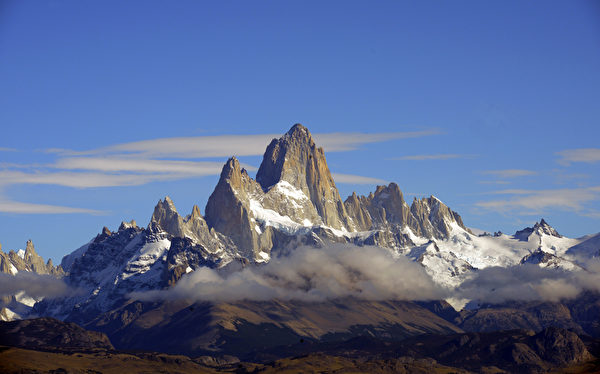 阿根廷El Chalten镇附近的菲茨罗伊山。(MARIO GOLDMAN/AFP)