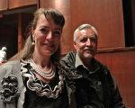 Jo-Ann Jarvis-Olivas和Henry Jarvis-Olivas觀看了神韻在阿爾伯克基的演出。(屈婧/大紀元)