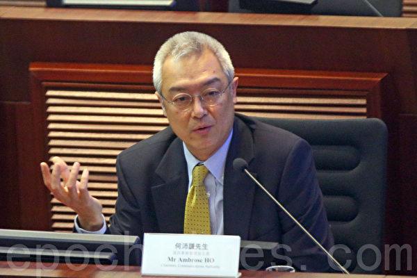 立法会资讯科技委员会召开特别会议,讨论香港电视网络开台风波。王维基首度与通讯局、通讯办及商务及经济局局长苏锦梁就流动电视同场对质。(潘在殊/ 大纪元)