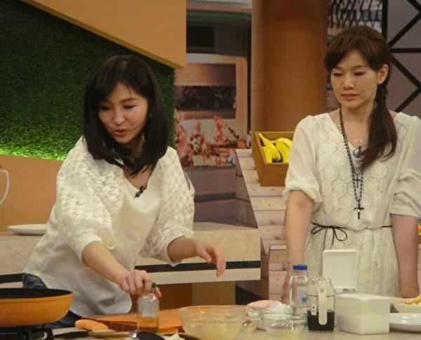 芽芽和KIKI一队,煮'橙汁鸡球'。(超视提供)