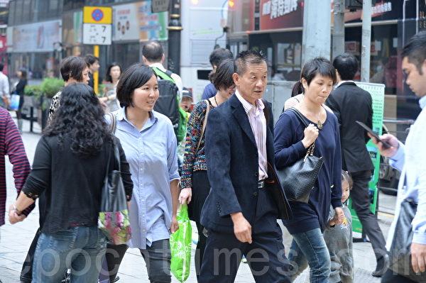香港人居住生活空间小和工作压力大,有不少人脱发严重,已成社会现象。(宋祥龙/大纪元)