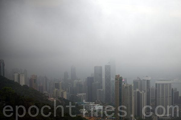 江泽民在深圳期间,香港的天气黑白交替,雷雨交加(潘在殊/大纪元)